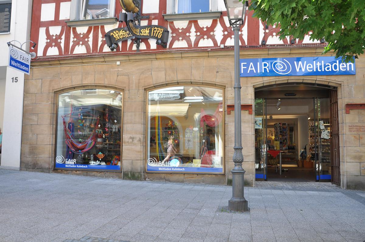 Fair Weltladen, Werbeanlage, Schaufensterbeschriftung, Ausleger