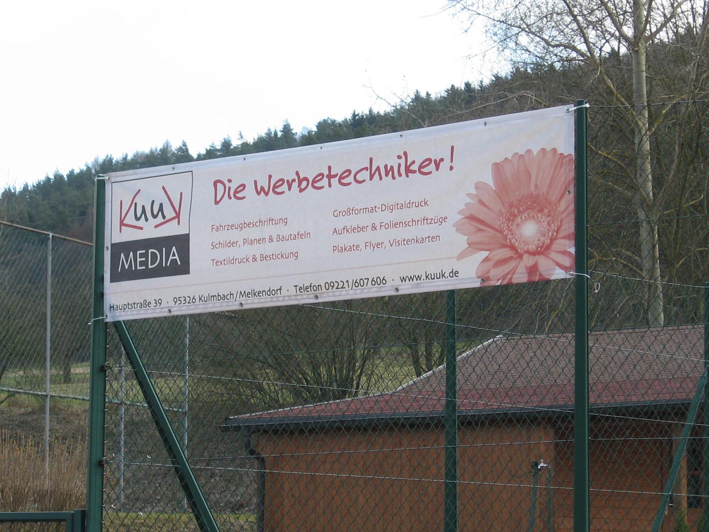 Mesh Banner als Tennisplatzwerbung
