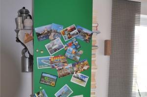 Beklebte Wand mit magnetischer Folie