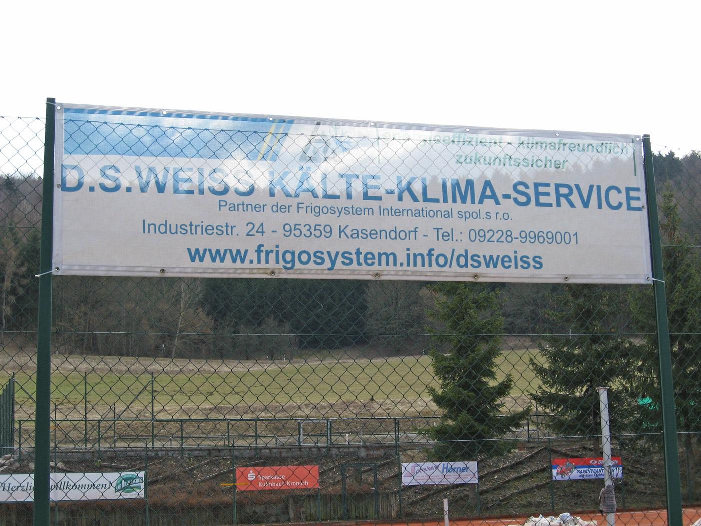 Mesh-Banner Werbung auf Sportplatz